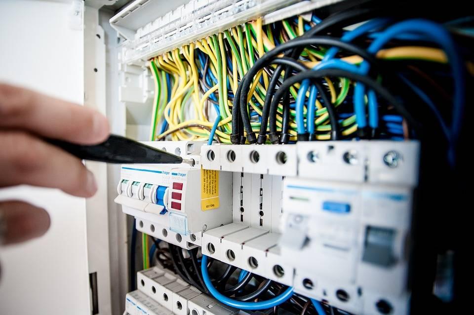 Faire réaliser un diagnostic électrique avant la vente de son bien